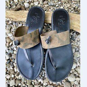Camouflage Fashion Camo Flip Flops Camo Trendy Flip Flops Slide Flip Flops Camouflage Flip Flop Sandals Coral /& Grey Camo Print Shoes